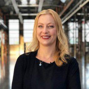Carmen Hentschel ist Speakerin und Msderatorin für Online Konferenzen